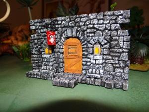 """La porte de l'auberge médiévale """"du pot d'étain"""""""