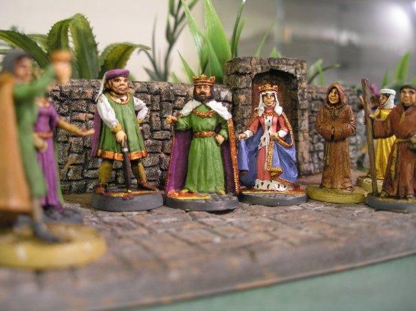 Une partie des figurines composant une cour royale. D'autres photos à suivre.