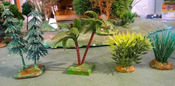 Voilà la version gourmande : sapins et palmiers de bûches de noël et éléments de déco de vitrine ou aquarium