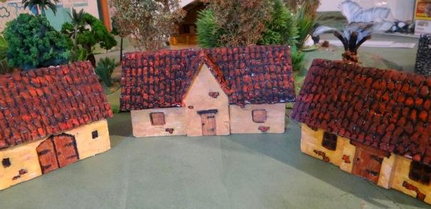 Une version carton plume de maisons de type romaine.