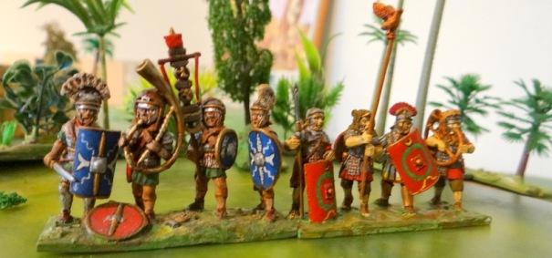 Têtes de colonne : Minerva prima et Rapax