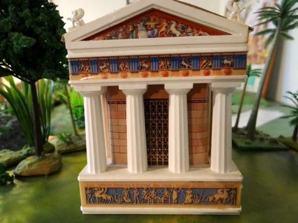 Ce magnifique temple provient en fait d'un bouchon d'Ouzo, l'apéritif grec.