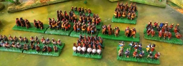 Cavalerie et infanterie. Beaucoup d'archers.