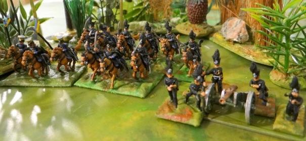 3 escadrons de hussards et un de uhlans. Une batterie à cheval au premier plan. Figurines Minifigs.