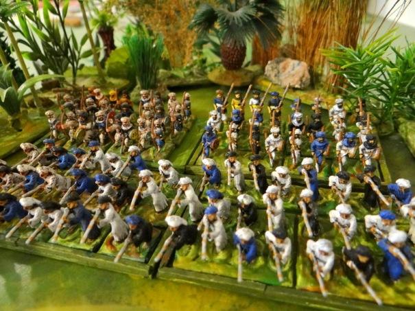 Auxiliaires arabes Fellahins et Bédouins (bataille du Caire) - Exception confirmant la règle les 2 premiers plots sont des Minifigs, les Bédouins sont des Touller
