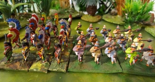 Les prêtres à gauche, une variante de guerriers qu'il est possible de peindre en prêtre (Minifigs) à droite.