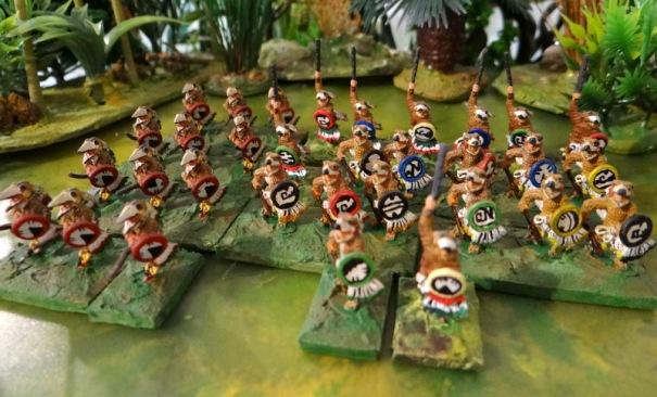 Les chevaliers aigle à droite, chevaliers flèche (tête d'oiseau) à gauche