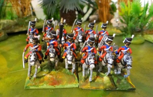 """Des dragons """"spéciaux"""" montés sur des chevaux blancs, les Scots Greys et leurs bonnets à poils (2éme dragons en fait)"""