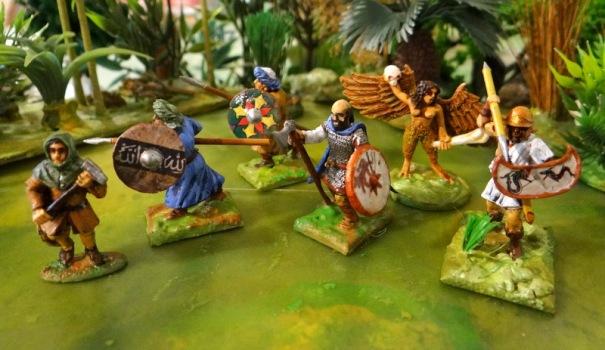 La suite : 1 paysan médiéval, 1 viking, 1 peltaste, 2 lanciers et une harpie