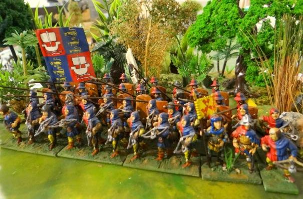 La milice de Paris, du CDD au plus haut niveau. Elle est composée de bourgeois avec devant des arbalétriers soutenus derrière par des piquiers avec pavois.