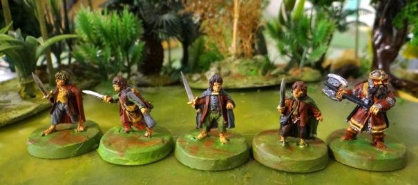 Le reste de la bande : les 4 Hobbits ( Pippin, Merry, Frodon et Sam) et le nain Gimli