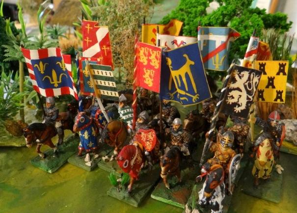 Revue de quelques médiévaux porteurs des bannières de l'armorial de saint Emilion. La colle araldite que j'utilisais à l'époque a jauni, je vais reprendre ça.