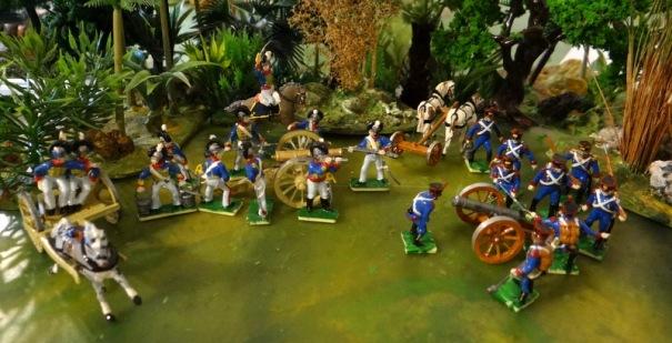 Les artilleries anglaise et française avec les avant trains s'il vous plait ! Le canon anglais était tirés par 6 chevaux