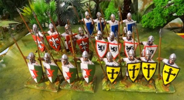 Une figurine Esssex (version fine) déclinée pour un skirmish médiéval. Les boucliers sont en feuilles de plastique découpées dans des boites de pellicules ancienne mode d'où la courbure.