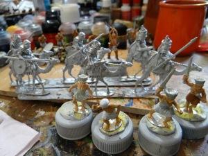 """4 """"peuples de la mer"""" afin d'étoffer l'unité menée par Enée (qui veut dire """"de cuivre"""", en fait) dans mon armée guerre de Troie. Derrière 6 méharistes romains d'orient proposés par Warlords games."""