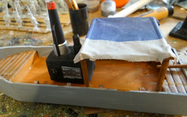 la bâche : du papier journal trempé dans de la colle à bois largement diluée