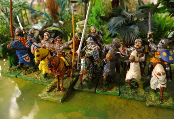 Des chevaliers XII et XIIéme, l'hurluberlu du centre est un Old Glory (on dirait Don Quichotte devant les moulins !)