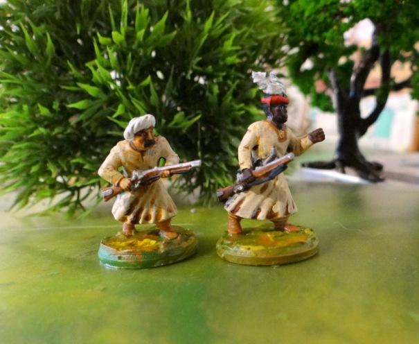 Panachage : Corps boite arabe Gripping Beast, Tête de droite Zoulous Warlords, bras et fusils rifles Victrix.