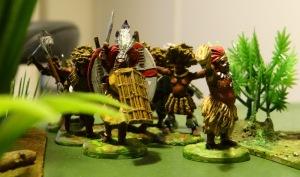De son côté le chef Ouba Ouba presse sa tribu de cannibales. Les blancs ne doivent pas capturer Kong