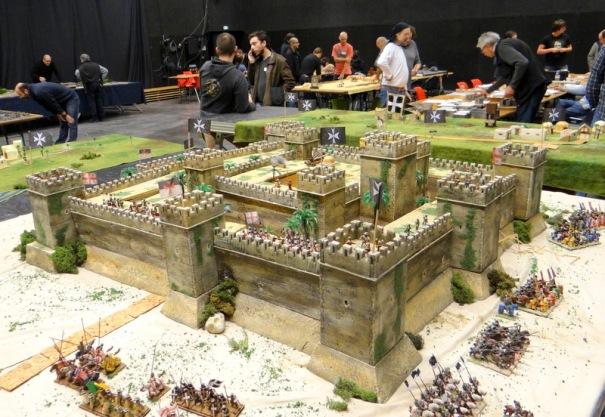En premier, le monstre de l'expo le chateau hospitalier de Belvoir en galilée et son siége ;médiéval.