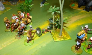 Moins chanceuse la patrouille de Ruga déjà très fatiguée par la pluie incessante tombe nez à nez avec le chef Oumba et sa garde. Le corps à corps est féroce les Ruga s'enfuient en laissant un des leurs sur le terrain.