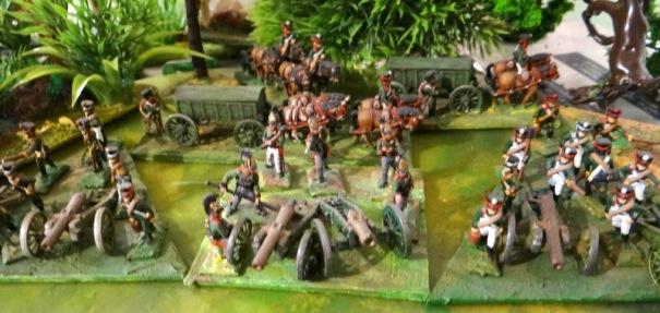 En matière de jeu, chaque artilleur représente un canon. Voici 2 batteries à pied encadrant une batterie à cheval.