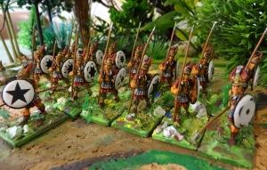 Dans la série mi-lourd voila les Thorakitais peut être des piquiers allégés, en tous cas plus mobiles que ces derniers.