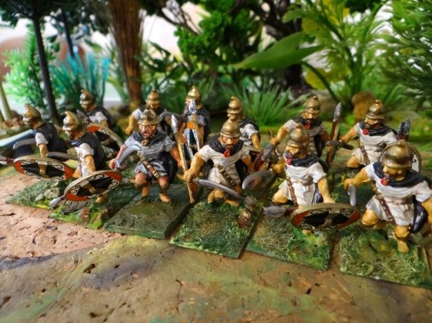 Thureophoroi Séleucides (du nom de leur bouclier). Ils sont armés de la romphaia qui obligea Trajan a équiper ses légions de bras blindés !
